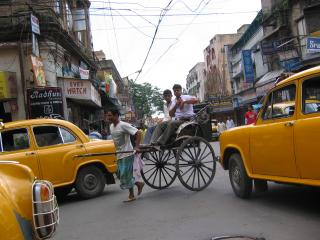 Calcutta: Ein Bild in Calcutta - Hand-Rickshaws